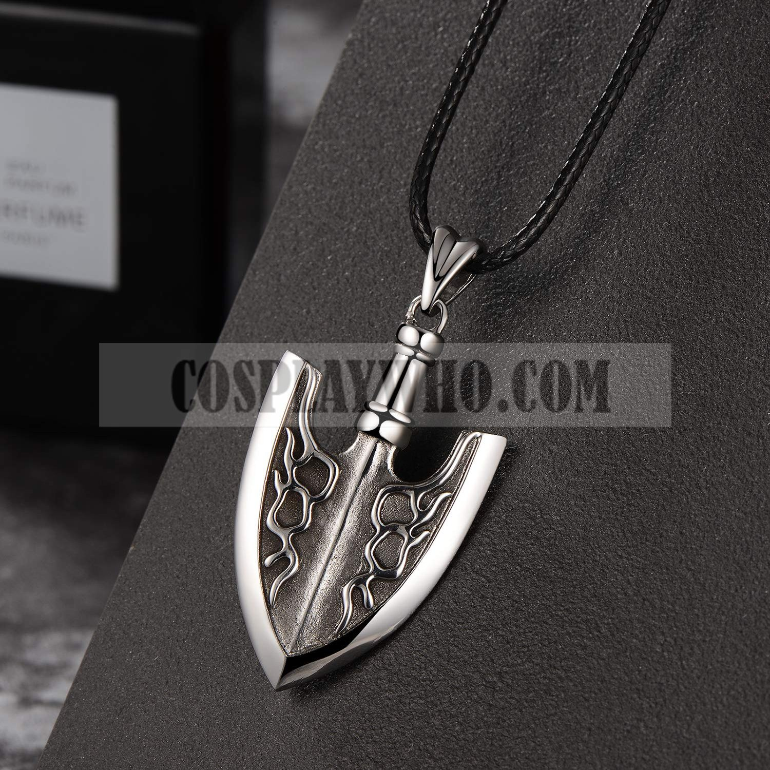 jojo insect arrow necklace